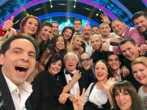 Selfie realizat de Dan Negru alături de invitaţii săi FOTO Antena 1