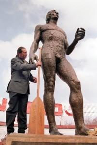 Ivan Patzaichin statuie