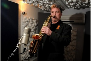 Saxophonist Raphael Ravenscroft puts down his sax part at the Sound Gallery Studios, Exeter, for a track called forgiveness, a tribute track for Gerry Raferty, who died recently. Raphael played the famous line in Baker Street, Raferty's biggest hit MATT MINSHULL CONTACT MARIA - 495301