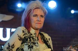 Jennifer Batten live in Tribute Club foto de Luciana Gingărașu