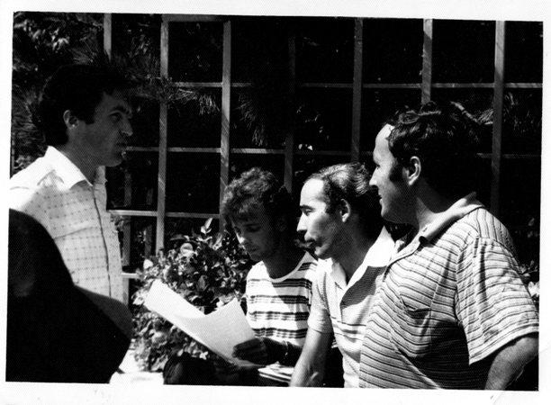 Cornel Gogoasa da instructiuni oamenilor sai de baza Lilian Zamfiroiu Andrei Partos si I Georgescu