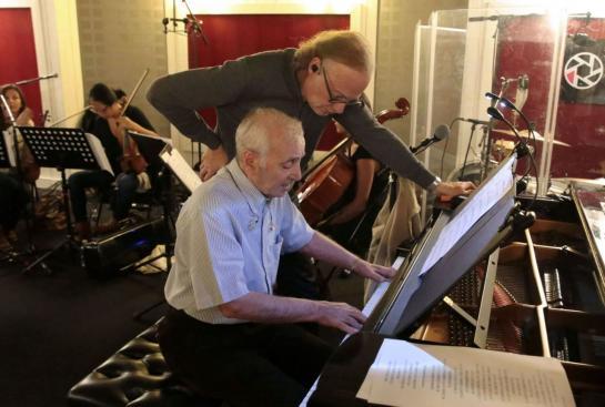 Charles Aznavour alături de Erik Berchot