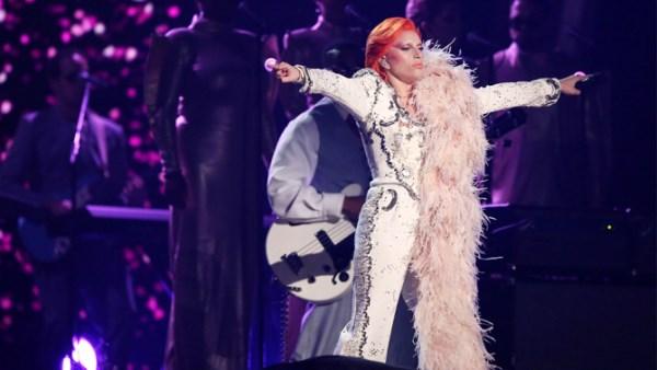 Lady Gaga David Bowie tribute Grammy 2016 (600 x 338)