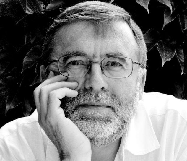 Matei VIȘNIEC: Despre eroi, statui şi demolarea democraţiei din interior