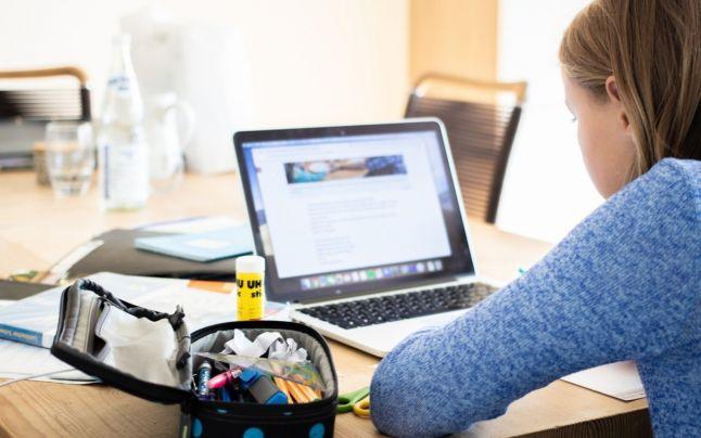 ONU: Libertate cvasi-totală pentru copii în mediul online. Ce prevede documentul pe care România trebuie să îl respecte.