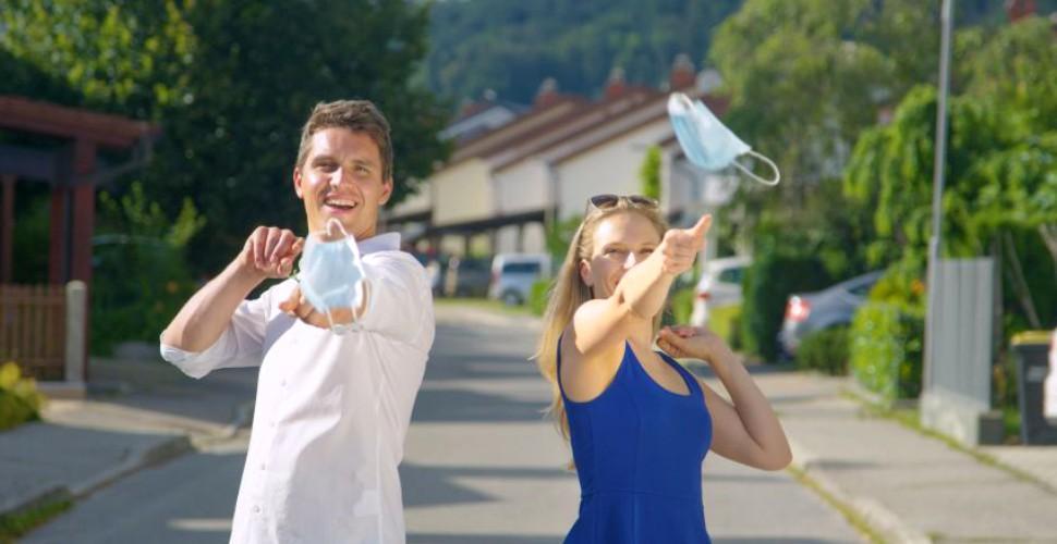 Sondaj - Din 15 mai, vei renunța să porți mască în aer liber?