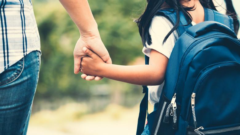 """Mii de copii așteaptă ani buni să fie adoptați. """"Părinții adoptatori au dorințe de perfecțiune, inclusiv culoare de ochi, zodii"""""""